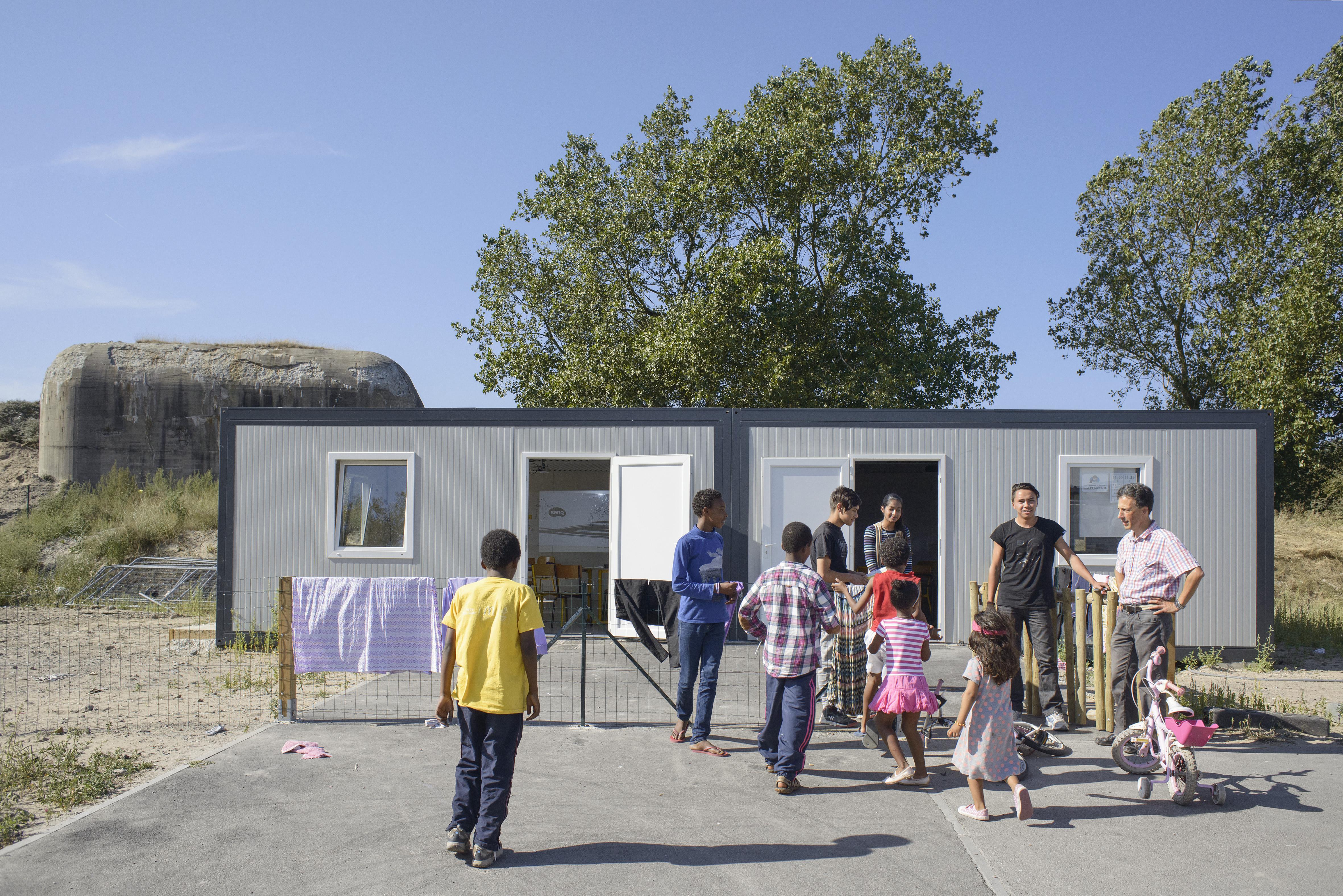 Avant le démantèlement, l'école dans la lande de Calais