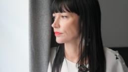 Charlotte Ameling, autrice-illustratrice de L'invité. Photo prise à Paris en février 2021 par Anne-Flore Hervé.